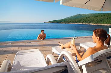 Strand en zwembad op camping marina camping adriatic
